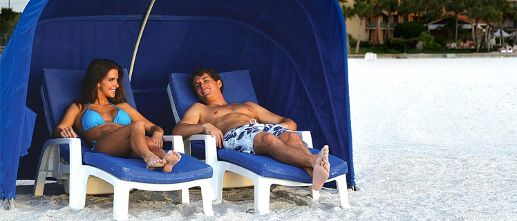 Couple-in-Beach-Cabana-at-Sandpearl-Clearwater