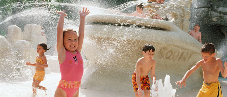 Kids-in-pooll-disney-resort